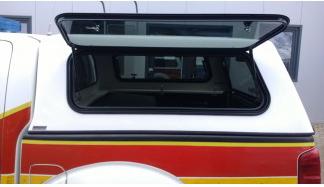 2 seitliche Klappfenster für Doppelkabiner-Hardtop, E-glass getönt, abschließbar